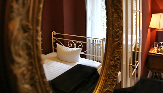 Hotel am olivaer platz apartments einzel studio for Apartments maison am olivaer platz