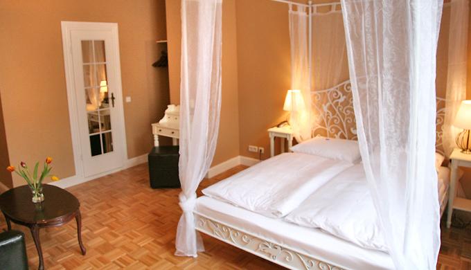 Hotel am olivaer platz kontakt impressum for Apartments maison am olivaer platz